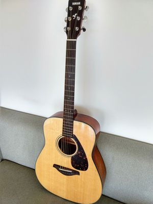 Yamaha FG700S Solid Top Acoustic Guitar with accessories for Sale in San Francisco, CA