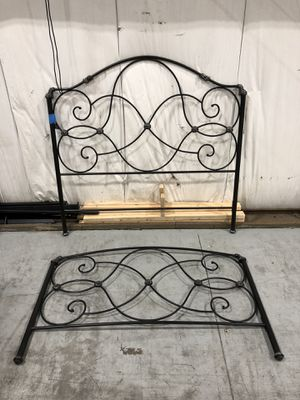 Queen Bed Frame / Wrought Iron for Sale in Elmhurst, IL