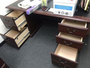 Office table for Sale in Rancho Cucamonga, CA