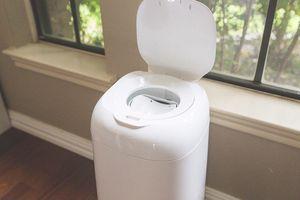 Diaper trash bin. Baby diaper disposal genie expressions for Sale in Miami, FL