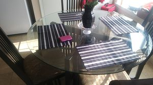 Glass round kitchen table with 4 chairs for Sale in Columbus, OH