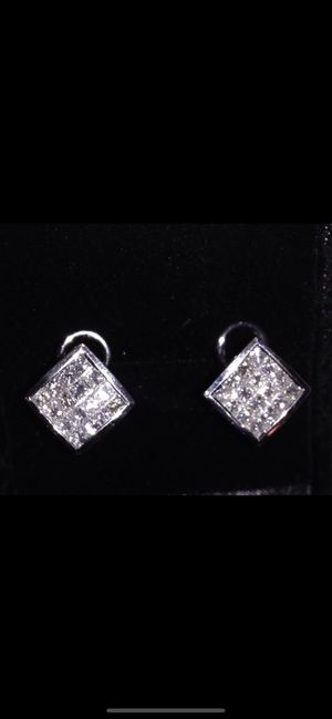 AMAZING DIAMOND EARRINGS WITH WHITE GOLD SETTINGS for Sale in Culver City, CA