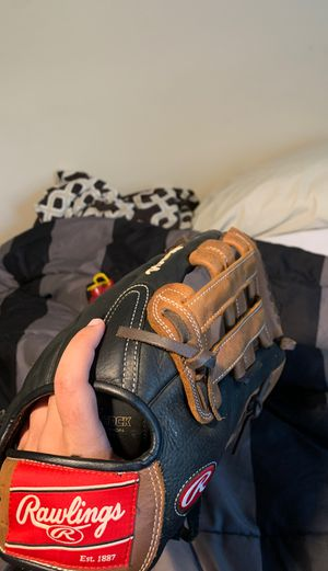 Rawlings glove for Sale in Fairfax Station, VA