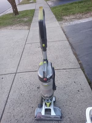 HOOVER WIND TUNNEL VACUUM. for Sale in Whitehall, OH