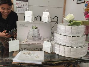 Party favor Wedding cake kit Deluxe for Sale in San Francisco, CA