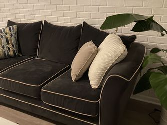 Comfy couch for Sale in St. Petersburg,  FL