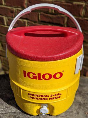 Igloo drink cooler like NEW for Sale in Carrollton, VA