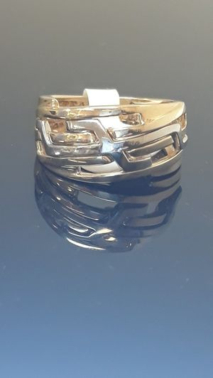 14k two tone gold Ring 6.7 grams size 7 for Sale in Fort Pierce, FL
