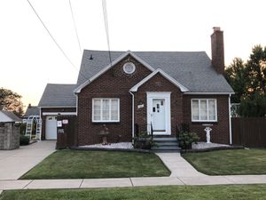 Custom built house, move in ready - 180 Cass Ave Cheektowaga for Sale in Getzville, NY
