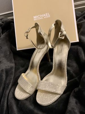 New Michael Kors gold heels 8.5 for Sale in Kissimmee, FL