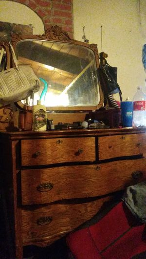 Antique dresser for Sale in San Bernardino, CA
