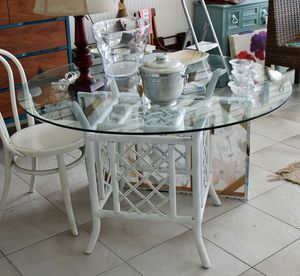 White painted Rattan Table for Sale in St. Petersburg, FL