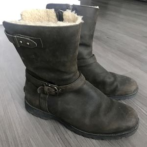 UGG Women's Sheepskin Snow Boots - Size 9 for Sale in Chicago, IL