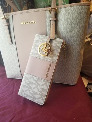 Michael Kors purse and wallet for Sale in Houston, TX