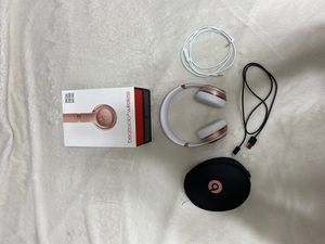 Beats solo 3 wireless rose gold for Sale in Mount Sterling, OH