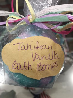 Bath bombs, Goat Milk Soap, Sugar, Salt Scrubs, Lip Scrub, Bar Shampoo for Sale in Prineville, OR