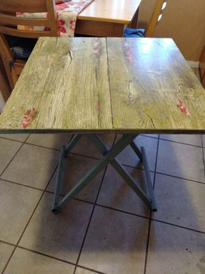 Small fold away table for Sale in Bell Gardens, CA