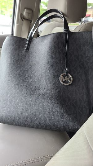 Michael Kors purse with wallet for Sale in Delaware, OH