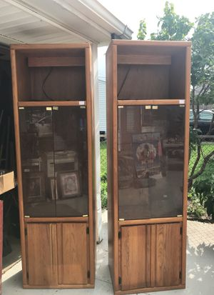 Cabinets, for collectibles or electronics. Top shelf lighted. for Sale in Allen Park, MI