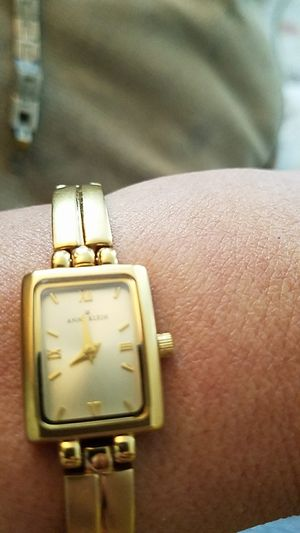 Anne Klein gold tone ladies watch replaced battery for Sale in Puyallup, WA