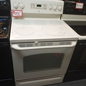GE ELECTRIC STOVE WORKING PERFECT W/4 MONTHS WARRANTY for Sale in Baltimore, MD