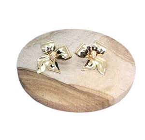 """Gorgeous Gold Tone Now Shaped Earrings w/Tiny Rhinestones in the Middle Approx 1.5"""" x 1"""" NWOT. SHIPPING ONLY!!! for Sale in Colorado Springs, CO"""