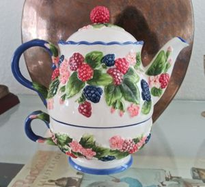 Temp-tations Figural Fruit Tea Pot Kettle by Tara Berries 855457 for Sale in North Las Vegas, NV