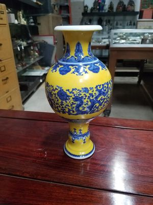 Porcelain Chinese vases for Sale in Los Angeles, CA