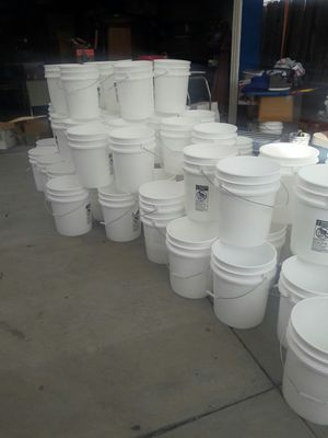 5Gallón white buckets good for planting, painters, construction, or storage. for Sale in Los Angeles, CA