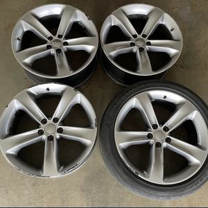 "20"" Dodge Challenger Wheels for Sale in Los Angeles, CA"