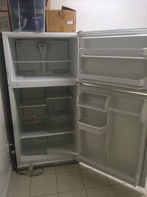 Whirlpool fridge freezer large size for Sale in San Francisco, CA