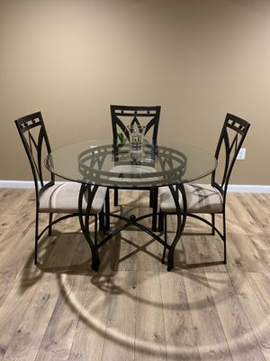Dinning Table 5 piece for Sale in Sterling, VA