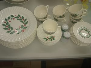 Vintage Holly & Berry Christmas Dishes - Swirl Design for Sale in Ashland City, TN