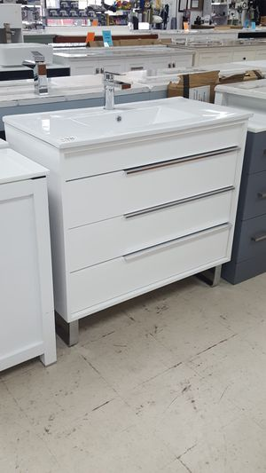 36 inch vanity with granite top and mirror for Sale in Orlando, FL