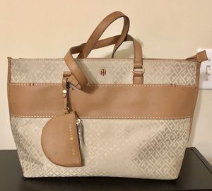 Cartera Tommy Hilfiger ( New) for Sale in Lawrenceville, GA