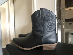 Women's size 8 boots for Sale in Lancaster, OH