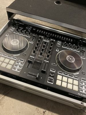 Roland DJ 505 Controller with Flight Case for Sale in Hialeah, FL