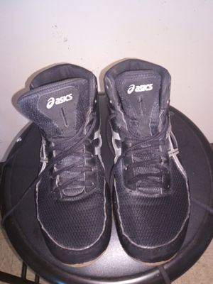 Asics wrestling shoes size 8 1-2 for Sale in Saint Joseph, MO