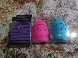 $1 Makeup Brush Cleaners for Sale in Victorville, CA
