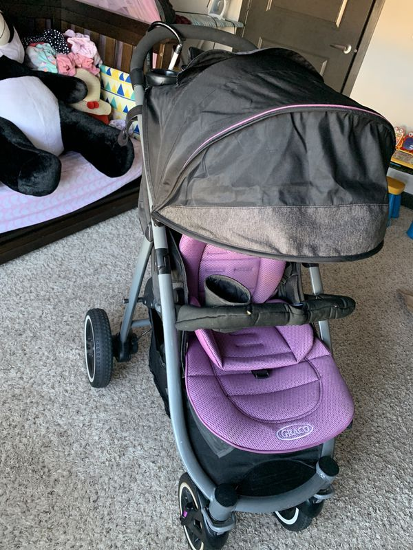 GRACO Travel System ( Stroller with carseat and base)