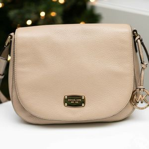 Michael Kors purse Shoulder Bag Medium Bedford - beige cream leather LIKE NEW! for Sale in Burbank, CA