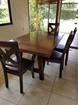 Dining room table, chairs and bench for Sale in Irvine, CA