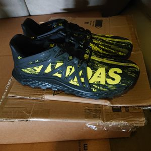 Adidas Men's Vigor Bounce M Trail Runner shoe size 11 for Sale in San Diego, CA