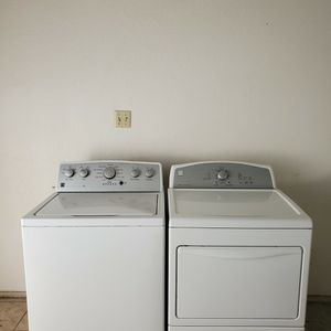 KENMORE WASHER AND DRYER GOOD CONDITION BOTH ELECTRIC KING SIZE CAPACITY PLUS for Sale in Fort Worth, TX