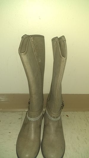 Brand new boots for girl for Sale in Minneapolis, MN