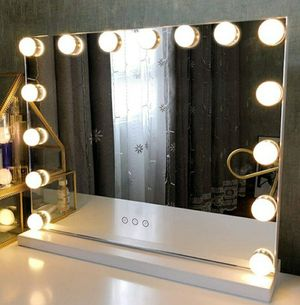 Beautiful Vanity Mirror (FIRST COME FIRST SERVE, Price is firm, NO HOLDS) for Sale in Modesto, CA