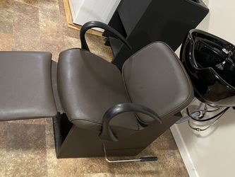 Shampoo bowl and seat for Sale in Renton,  WA