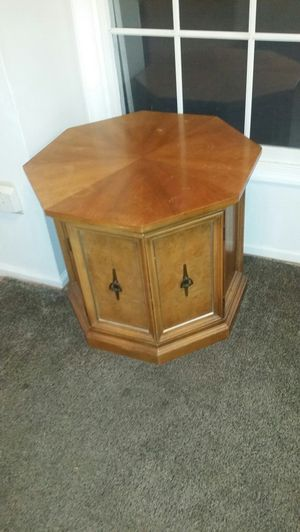 Antique Wooden Hexagon End Table w/Hidden Storage Underneath for Sale in Germantown, MD
