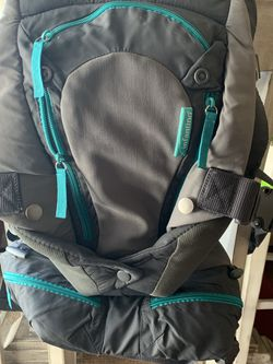 Infantino Carry On Multi-Pocket Carrier for Sale in Colorado Springs, CO