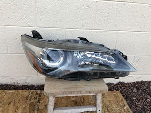 2015 - 2017 Toyota Camry OEM headlight, passenger side, front light, car parts, auto parts, headlamp for Sale in Glendale, AZ